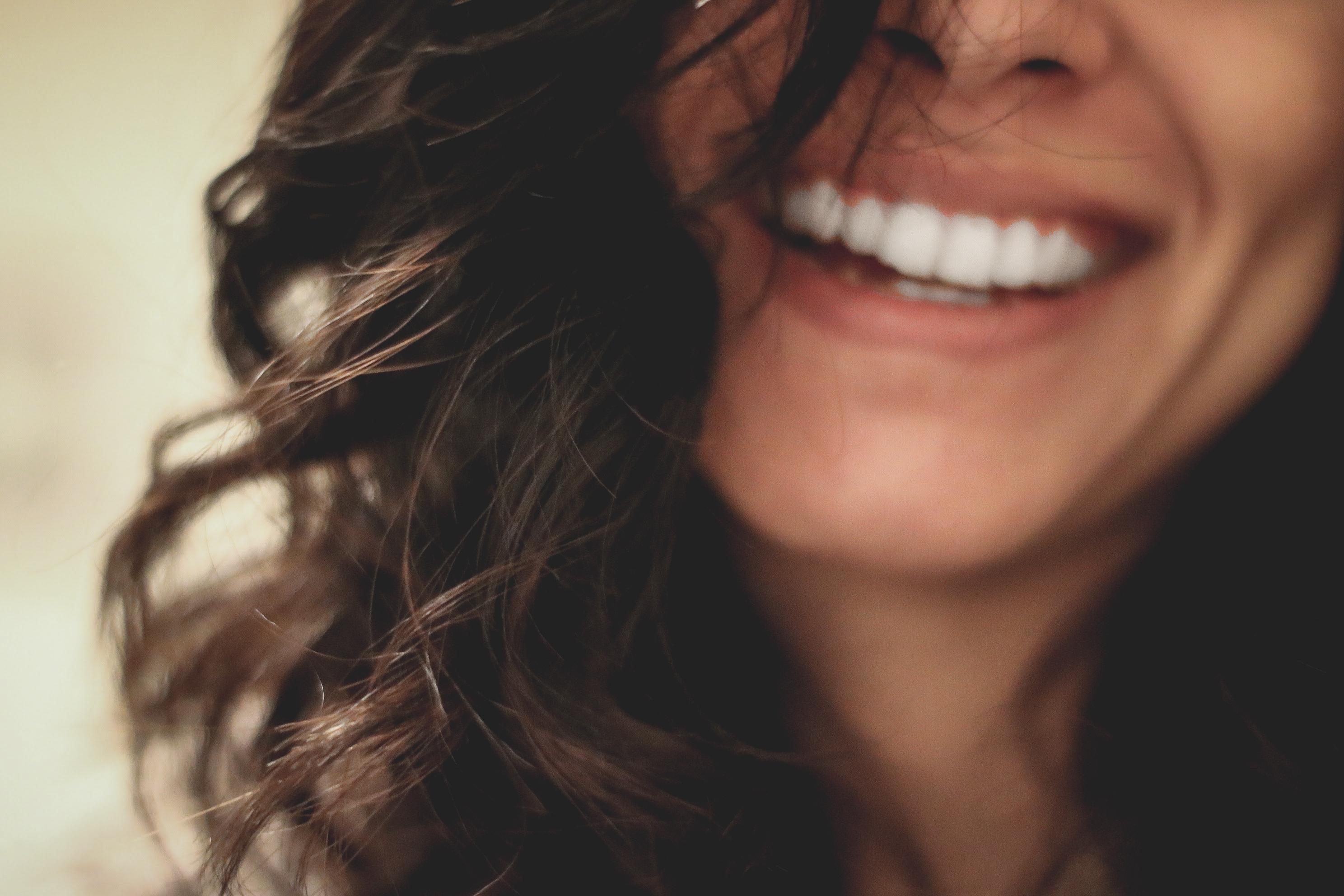 senyuman menawan bikin kamu cantik dengan veneer gigi
